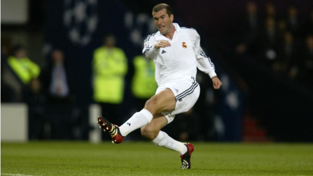 Zidane - ER schoss das entscheidende Tor gegen Michael Ballack und Leverkusen im UCL-Endspiel 2002