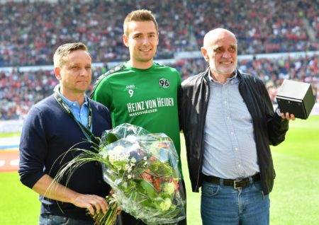 HANOVER, GERMANY - MAY 14: Horst Heldt, sports director of Hannover and Martin Kind, president of Hannover make a presentation to Artur Sobiech before the Second Bundesliga match between Hannover 96 and VfB Stuttgart at HDI-Arena on May 14, 2017 in Hanover, Germany. (Photo by Stuart Franklin/Bongarts/Getty Images)