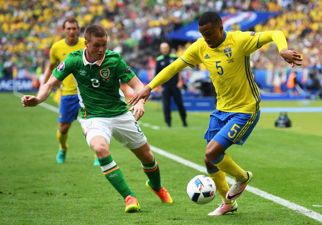 PARIS, FRANCE - JUNE 13: Martin Olsson of Sweden and James McCarthy of Republic of Ireland compete for the ball during the UEFA EURO 2016 Group E match between Republic of Ireland and Sweden at Stade de France on June 13, 2016 in Paris, France. (Photo by Matthias Hangst/Getty Images)