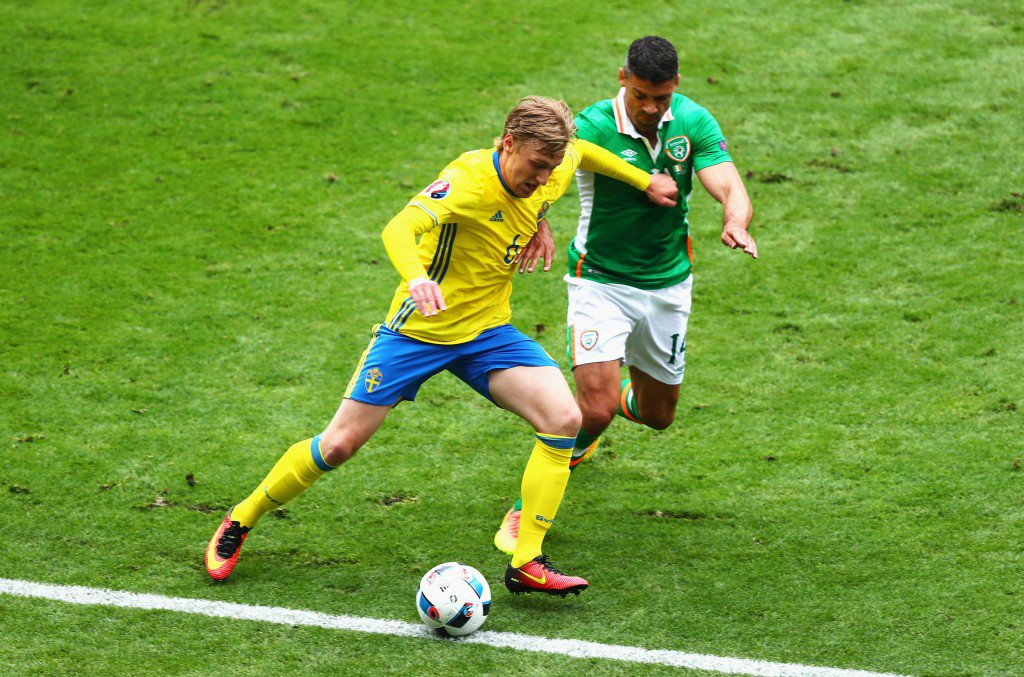 PARIS, FRANCE - JUNE 13: Emil Forsberg of Sweden controls the ball under pressure of Jon Walters of Republic of Ireland during the UEFA EURO 2016 Group E match between Republic of Ireland and Sweden at Stade de France on June 13, 2016 in Paris, France. (Photo by Clive Rose/Getty Images)