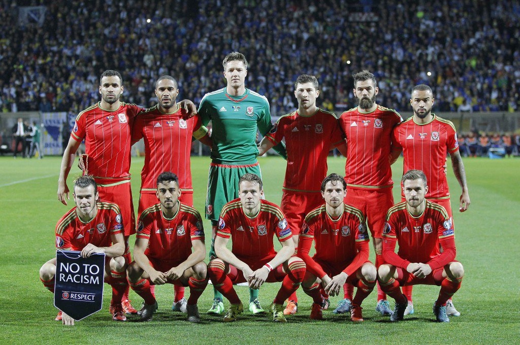 ZENICA, BOSNIA AND HERZEGOVINA - OCTOBER 10: Line up Wales national team prior the Euro 2016 qualifying football match between Bosnia and Herzegovina and Wales at the Stadium Bilino Polje in Elbasan on October 10, 2015. (Photo by Srdjan Stevanovic/Getty Images)