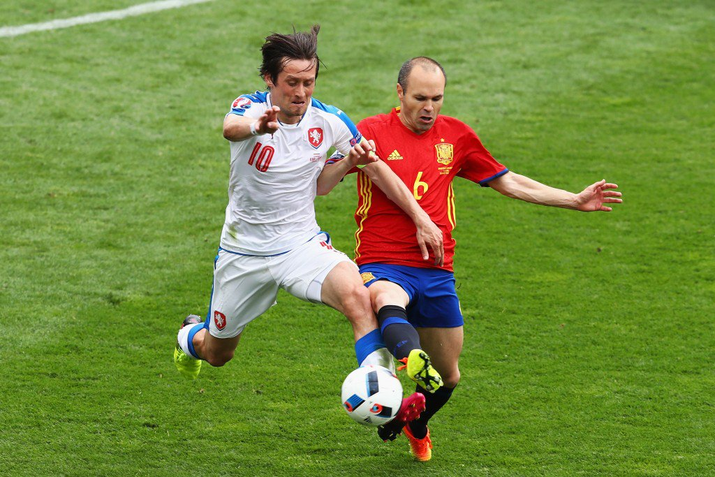 TOULOUSE, FRANCE - JUNE 13: Tomas Rosicky of Czech Republic and Andres Iniesta of Spain compete for the ball during the UEFA EURO 2016 Group D match between Spain and Czech Republic at Stadium Municipal on June 13, 2016 in Toulouse, France. (Photo by Dean Mouhtaropoulos/Getty Images)