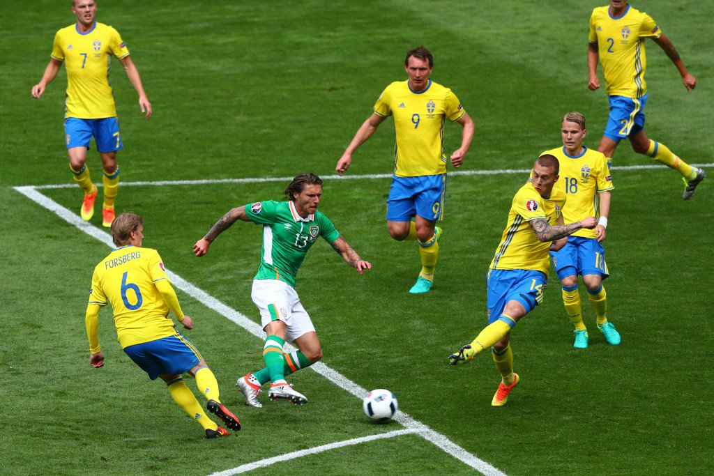 PARIS, FRANCE - JUNE 13: Jeff Hendrick of Republic of Ireland shoots at goal during the UEFA EURO 2016 Group E match between Republic of Ireland and Sweden at Stade de France on June 13, 2016 in Paris, France. (Photo by Clive Rose/Getty Images)