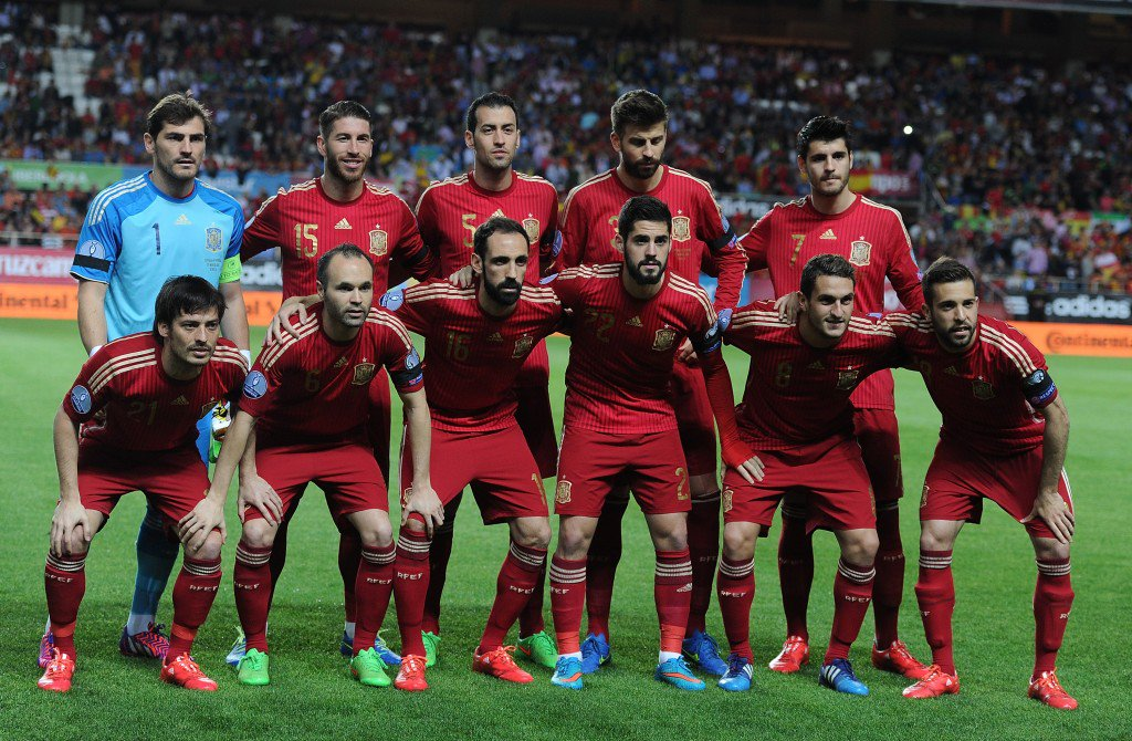 SEVILLE, SPAIN - MARCH 27: The Spanish team line-up before the start of the Spain v Ukraine EURO 2016 Qualifier at Estadio Ramon Sanchez Pizjuan on March 27, 2015 in Seville, Spain. (Photo by Denis Doyle/Getty Images)