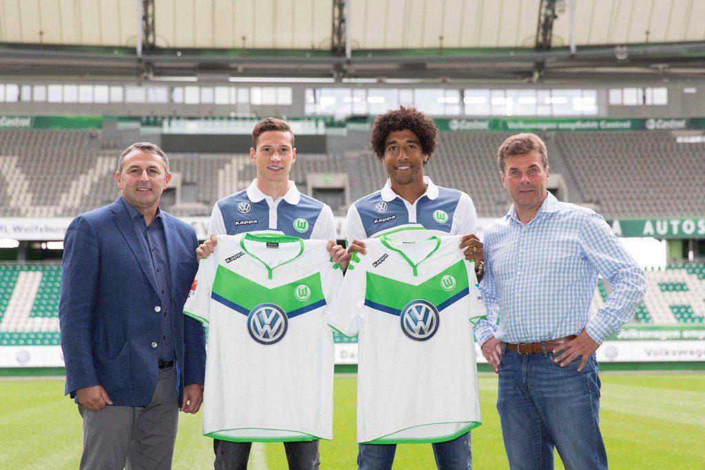 VfL-Manager Klaus Allofs, Julian Draxler, Dante und Coach Dieter Hecking mit den beiden hochkarätigen Neuzugängen der Wolfsburger.