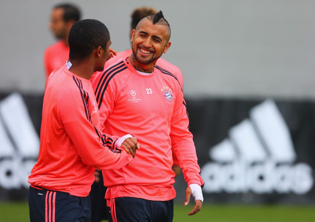 MUNICH, GERMANY - MAY 02: Douglas Costa (L) and Arturo Vidal shake hands during a FC Bayern Muenchen training session ahead of their UEFA Champions League semi final second leg match against Club Atletico de Madrid at the Saebener Strasse training ground on May 2, 2016 in Munich, Germany. (Photo by Alexander Hassenstein/Bongarts/Getty Images)