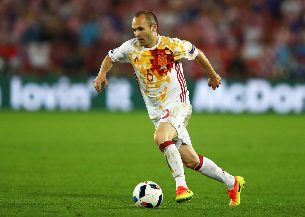 BORDEAUX, FRANCE - JUNE 21: Andres Iniesta of Spain in action during the UEFA EURO 2016 Group D match between Croatia and Spain at Stade Matmut Atlantique on June 21, 2016 in Bordeaux, France. (Photo by Dean Mouhtaropoulos/Getty Images)