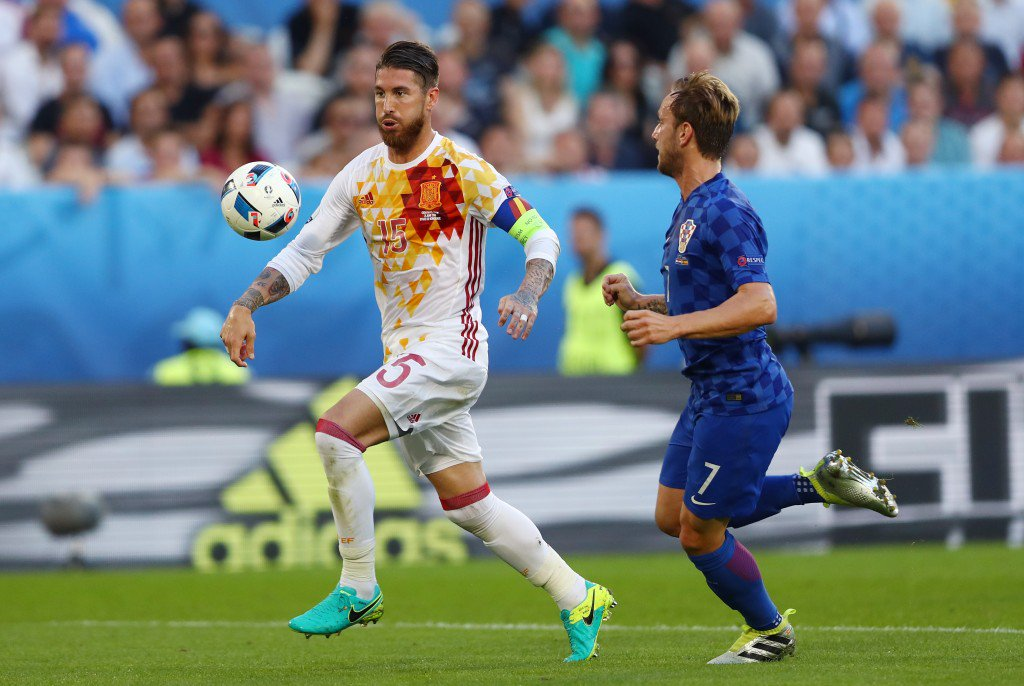BORDEAUX, FRANCE - JUNE 21: Sergio Ramos of Spain and Ivan Rakitic of Croatia compete for the ball during the UEFA EURO 2016 Group D match between Croatia and Spain at Stade Matmut Atlantique on June 21, 2016 in Bordeaux, France. (Photo by Dean Mouhtaropoulos/Getty Images)