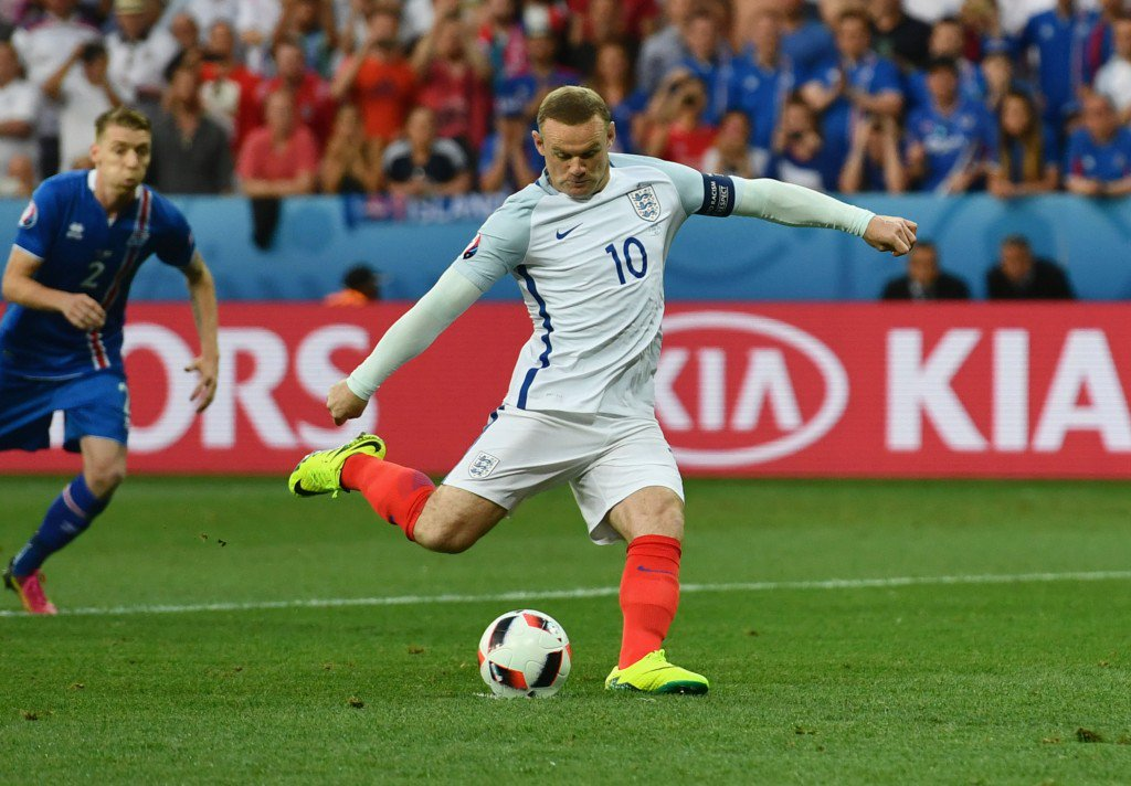 NICE, FRANCE - JUNE 27: Wayne Rooney of England converts the penalty to score the opening goal during the UEFA EURO 2016 round of 16 match between England and Iceland at Allianz Riviera Stadium on June 27, 2016 in Nice, France. (Photo by Dan Mullan/Getty Images)