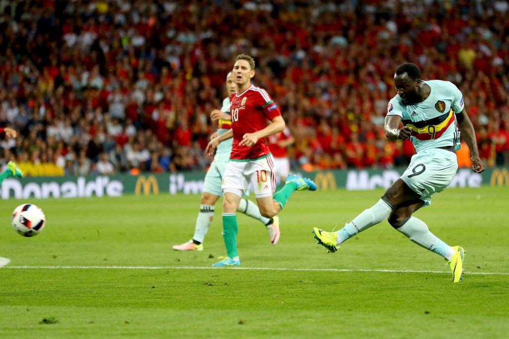 TOULOUSE, FRANCE - JUNE 26: Romelu Lukaku of Belgium shoots at goal during the UEFA EURO 2016 round of 16 match between Hungary and Belgium at Stadium Municipal on June 26, 2016 in Toulouse, France. (Photo by Richard Heathcote/Getty Images)