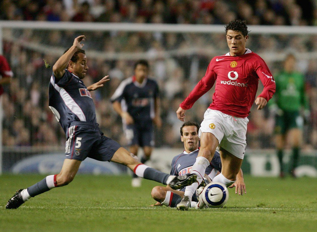 MANCHESTER, UNITED KINGDOM - SEPTEMBER 27: Cristiano Ronaldo of Manchester United evades Leo and Simao Sabrosa of Benfica during the UEFA Champions League Group D match between Manchester United and Benfica at Old Trafford on September 27, 2005. (Photo by Alex Livesey/Getty Images)