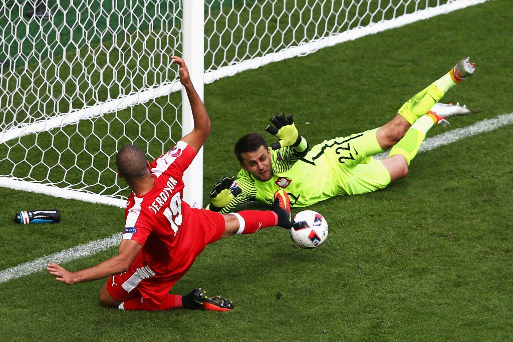 SAINT-ETIENNE, FRANCE - JUNE 25: Lukasz Fabianski of Poland and Eren Derdiyok of Switzerland dive for the ball during the UEFA EURO 2016 round of 16 match between Switzerland and Poland at Stade Geoffroy-Guichard on June 25, 2016 in Saint-Etienne, France. (Photo by Alex Livesey/Getty Images)