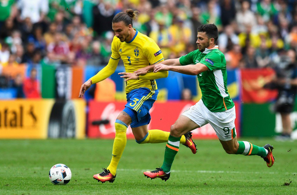 PARIS, FRANCE - JUNE 13: Erik Johansson of Sweden and Shane Long of Republic of Ireland compete for the ball during the UEFA EURO 2016 Group E match between Republic of Ireland and Sweden at Stade de France on June 13, 2016 in Paris, France. (Photo by Mike Hewitt/Getty Images)