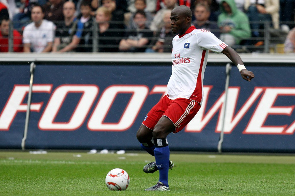FRANKFURT AM MAIN, GERMANY - AUGUST 28: Guy Demel of Hamburg passes the ball during the Bundesliga match between Eintracht Frankfurt and Hamburger SV at the Commerzbank Arena on August 28, 2010 in Frankfurt am Main, Germany. (Photo by Alex Grimm/Bongarts/Getty Images)