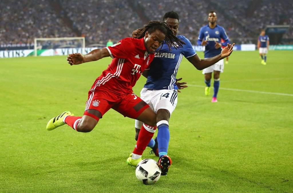 GELSENKIRCHEN, GERMANY - SEPTEMBER 09: Renato Sanches of Bayern Muenchen and Baba Rahman of Schalke in action during the Bundesliga match between FC Schalke 04 and Bayern Muenchen at Veltins-Arena on September 9, 2016 in Gelsenkirchen, Germany. (Photo by Alex Grimm/Bongarts/Getty Images)
