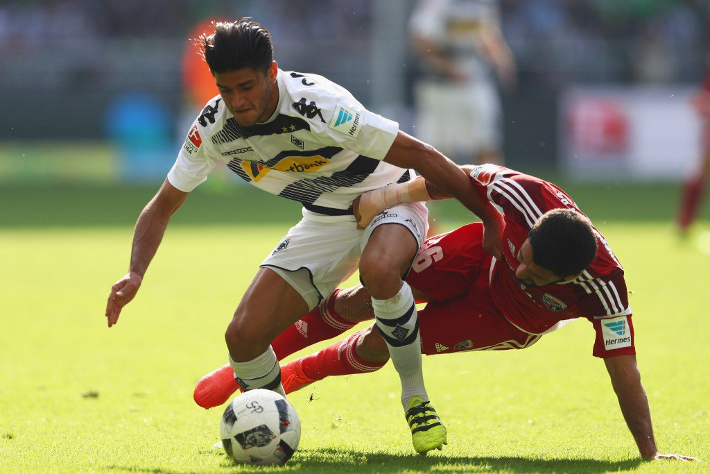 MOENCHENGLADBACH, GERMANY - SEPTEMBER 24: Mahmoud Dahoud of Borussia Moenchengladbach battles for the ball with Almog Cohen of Ingolstadt during the Bundesliga match between Borussia Moenchengladbach and FC Ingolstadt 04 at Borussia-Park on September 24, 2016 in Moenchengladbach, Germany. (Photo by Dean Mouhtaropoulos/Bongarts/Getty Images)