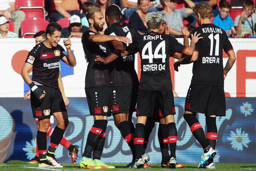 MAINZ, GERMANY - SEPTEMBER 24: Javier Hernandez (L) of Leverkusen celebrates his team