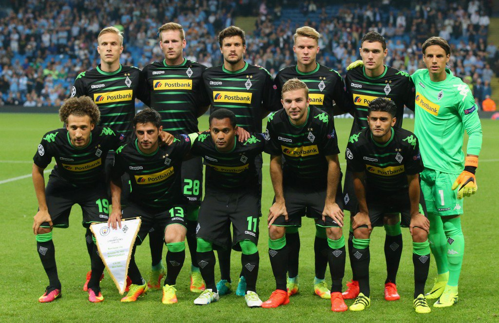 MANCHESTER, ENGLAND - SEPTEMBER 14: Borussia Moenchengladbach line up prior to the UEFA Champions League match between Manchester City FC and VfL Borussia Moenchengladbach at Etihad Stadium on September 14, 2016 in Manchester, England. (Photo by Alex Livesey/Getty Images)
