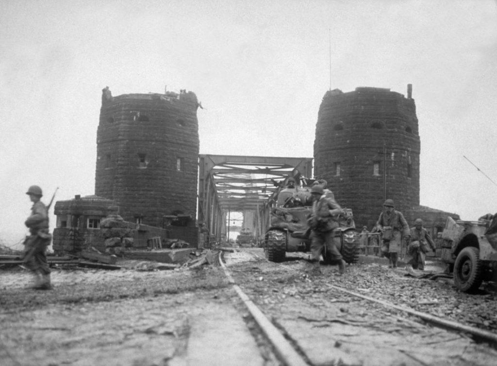 Wer über die Brücke von Remagen wollte, wurde von ostdeutschen Grenzern erschossen. Klar doch!