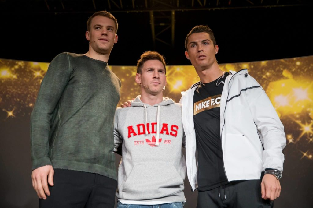 Manuel Neuer mit Lionel Messi und Cristiano Ronaldo. Foto: Getty Images