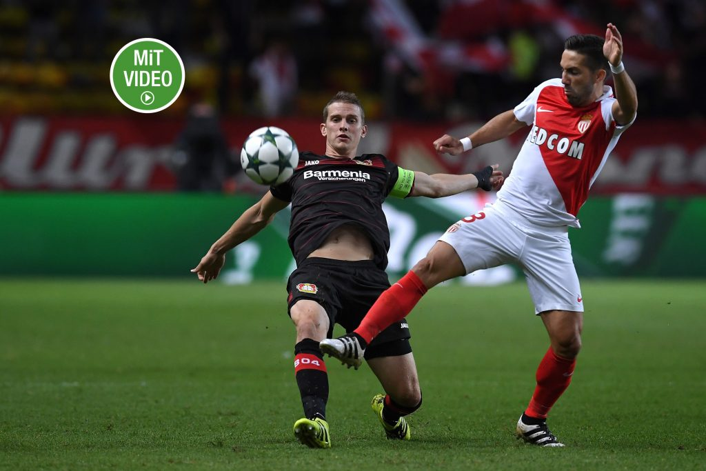 Auch er ist noch ohne rote Karte - Joao Moutinho. (Photo by Valerio Pennicino/Getty Images)