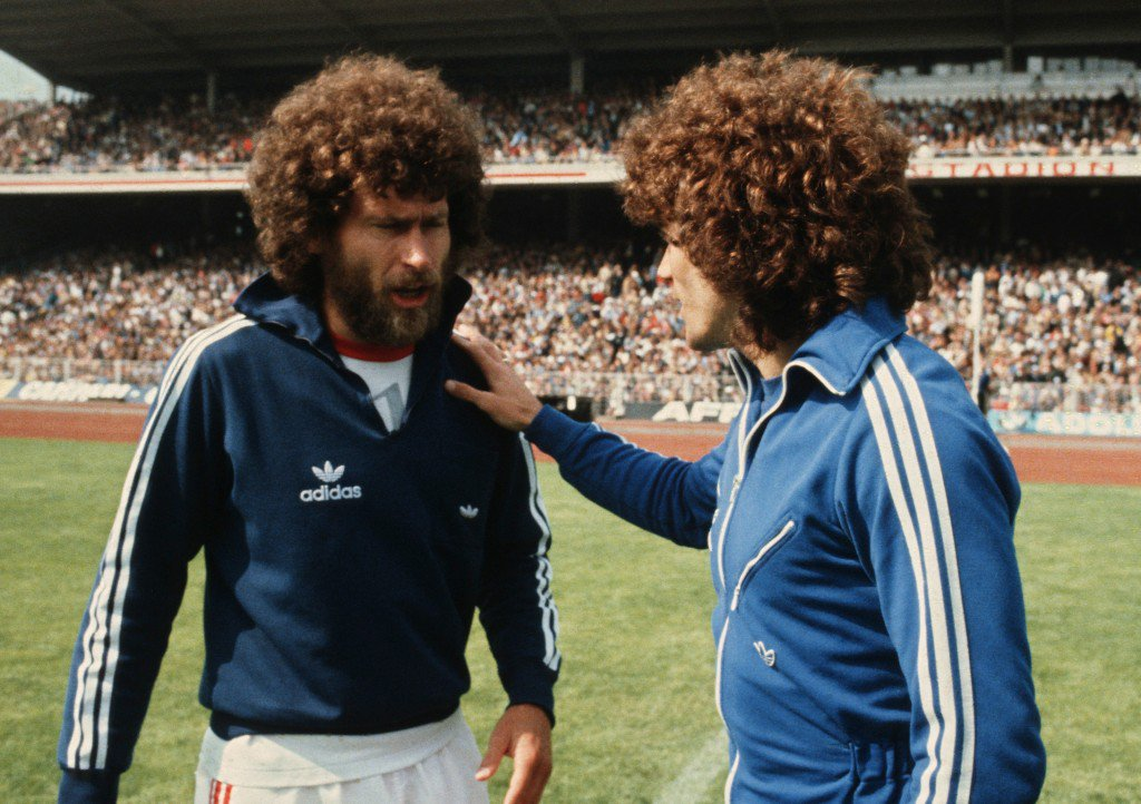 HAMBURG, GERMANY - JUNE 9: Paul Breitner (L) of Bayern Munich and Kevin Keegan of Hamburg talk before the Bundesliga match between Hamburger SV and Bayern Munich at the Volksparkstadium on June 9, 1979 in Hamburg, Germany. (Photo by Lutz Bongarts/Bongarts/Getty Images)