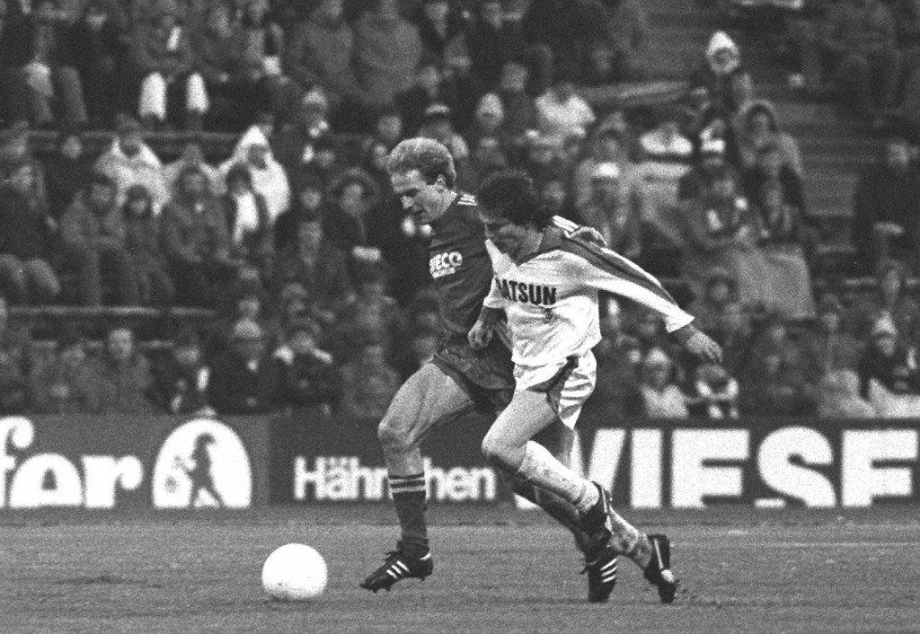MUNICH, GERMANY - NOVEMBER 28: 1. BUNDESLIGA 81/82, Muenchen; FC BAYERN MUENCHEN - BORUSSIA MOENCHENGLADBACH; Karl-Heinz RUMMENIGGE/BAYERN, Lothar MATTHAEUS/GLADBACH (Photo by Bongarts/Getty Images)