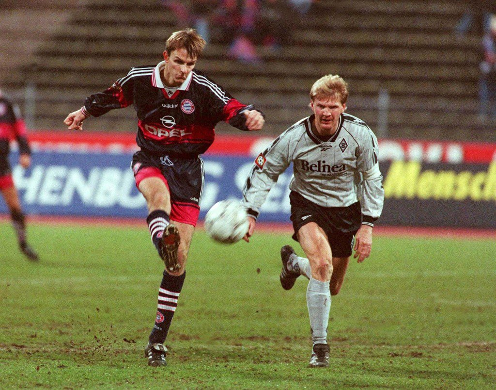 GERMANY - DECEMBER 13: 1. BUNDESLIGA 97/98 BAYERN MUENCHEN - BORUSSIA MOENCHENGLADBACH 3:2; Dietmar HAMANN/BAYERN, Stefan EFFENBERG/MOENCHENGLADBACH (Photo by Peter Schatz/Bongarts/Getty Images)