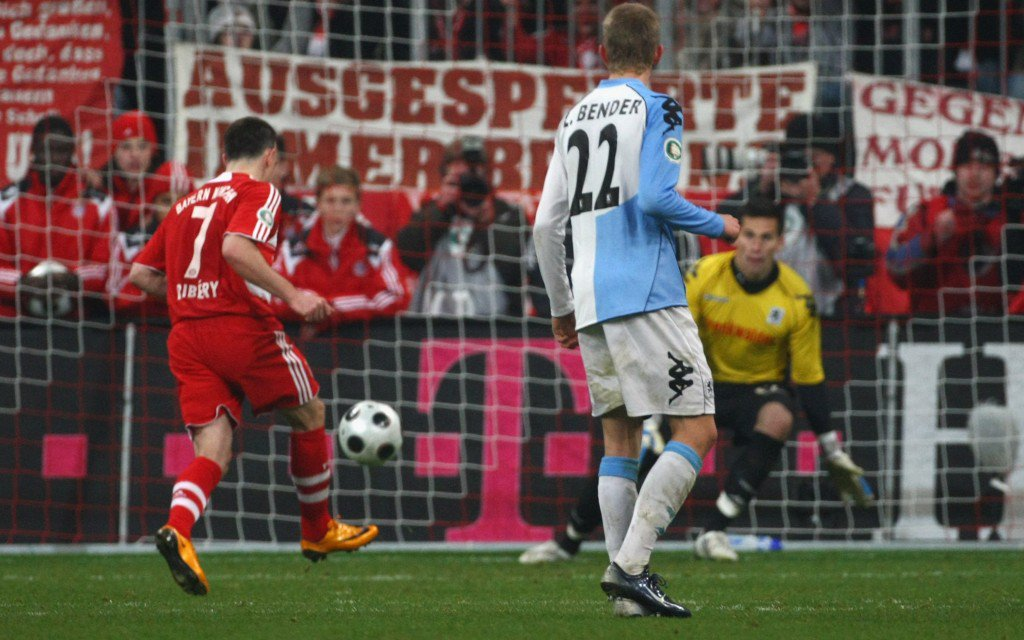 MUNICH, GERMANY - FEBRUARY 27: Franck Ribery (L) of Bayern Munich scores the winning goal with a penalty kick during the DFB Cup quarterfinal match between FC Bayern Munich and TSV 1860 Munich at the Allianz Arena on February 27, 2008 in Munich, Germany. (Photo by Alexander Hassenstein/Bongarts/Getty Images)