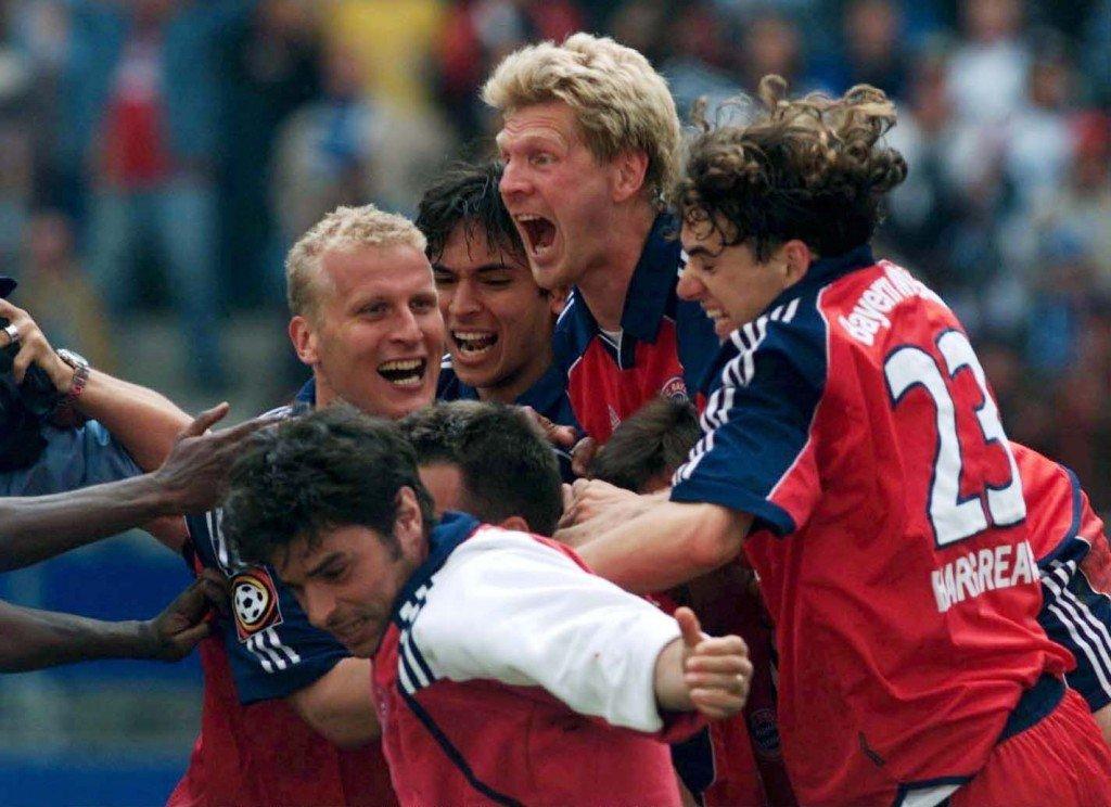 HAMBURG, GERMANY - MAY 19: 1. BUNDESLIGA 00/01, Hamburg; HAMBURGER SV - FC BAYERN MUENCHEN 1:1; BAYERN MUENCHEN DEUTSCHER FUSSBALLMEISTER 2001; SCHLUSWS JUBEL Carsten JANCKER, Ciriaco SFORZA, Roque SANTA CRUZ, Patrik ANDERSSON, Stefan EFFENBERG und Owen