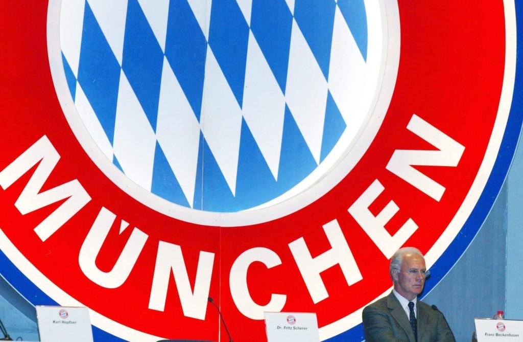 MUNICH, GERMANY - NOVEMBER 15: 1. BUNDESLIGA 02/03, Muenchen; FC BAYERN MUENCHEN/JAHRESHAUPTVERSAMMLUNG; PRAESIDENT FC BAYERN MUENCHEN e.V. und AUFSICHTSRATSVORSITZENDER BAYERN MUENCHEN AG Franz BECKENBAUER (Photo by Martin Rose/Bongarts/Getty Images)