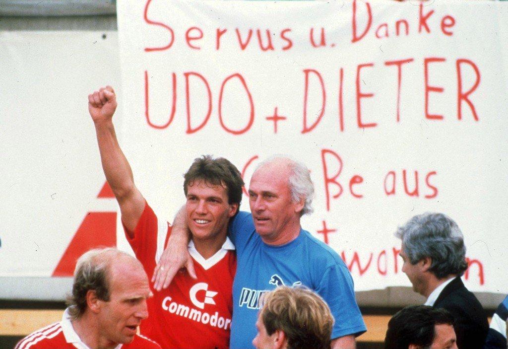 MUNICH, GERMANY - APRIL 26: 1. BUNDESLIGA 85/86 Muenchen; FC BAYERN MUENCHEN - BORUSSIA MOENCHENGLADBACH 6:0 - DEUTSCHER MEISTER 1986 FC BAYERN MUENCHEN; JUBEL Lothar MATTHAEUS und TRAINER Udo LATTEK, unten Dieter HOENESS (Photo by Bongarts/Getty Images)