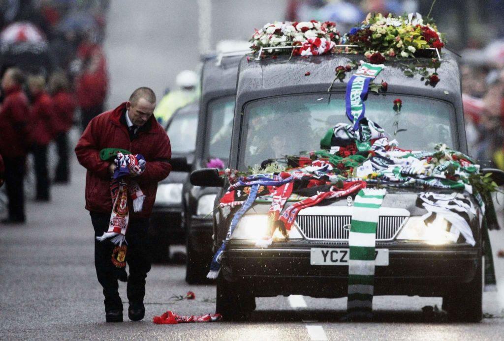 Der Trauerzug für George Best. Foto: Getty Images