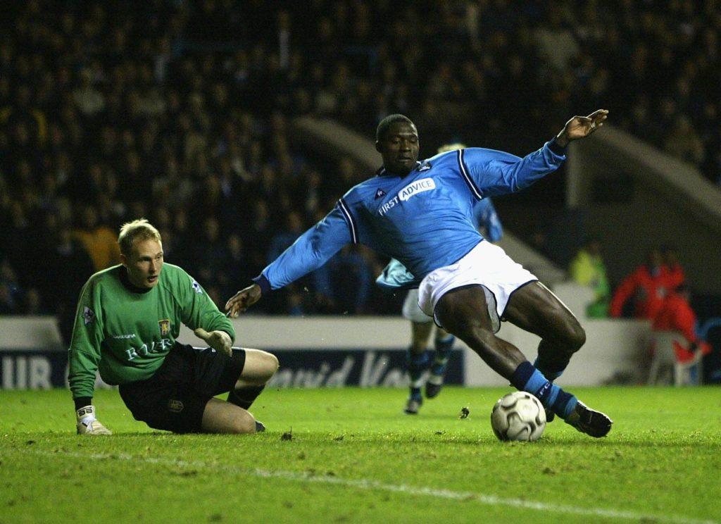 Marc-Vivien Foe spielte in seiner Karriere unter Marc-Vivien Foe spielte in seiner Karriere unter anderem für Manchester City.