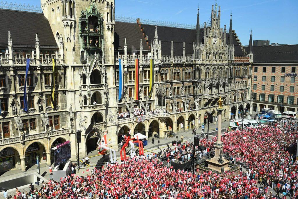 2016 war auf dem Münchner Marienplatz bei der Double-Feier des FC Bayern viel los. Foto: Getty Images