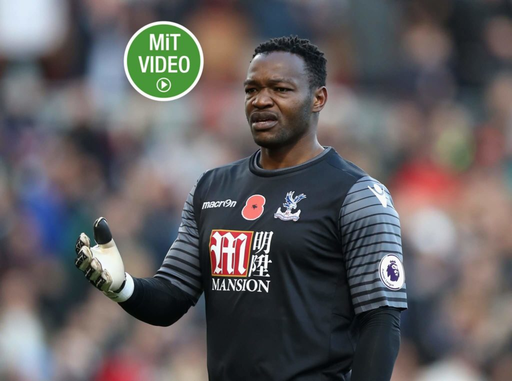 BURNLEY, ENGLAND - NOVEMBER 05: Steve Mandanda of Crystal Palace looks on during the Premier League match between Burnley and Crystal Palace at Turf Moor on November 5, 2016 in Burnley, England. (Photo by Ian MacNicol/Getty Images)