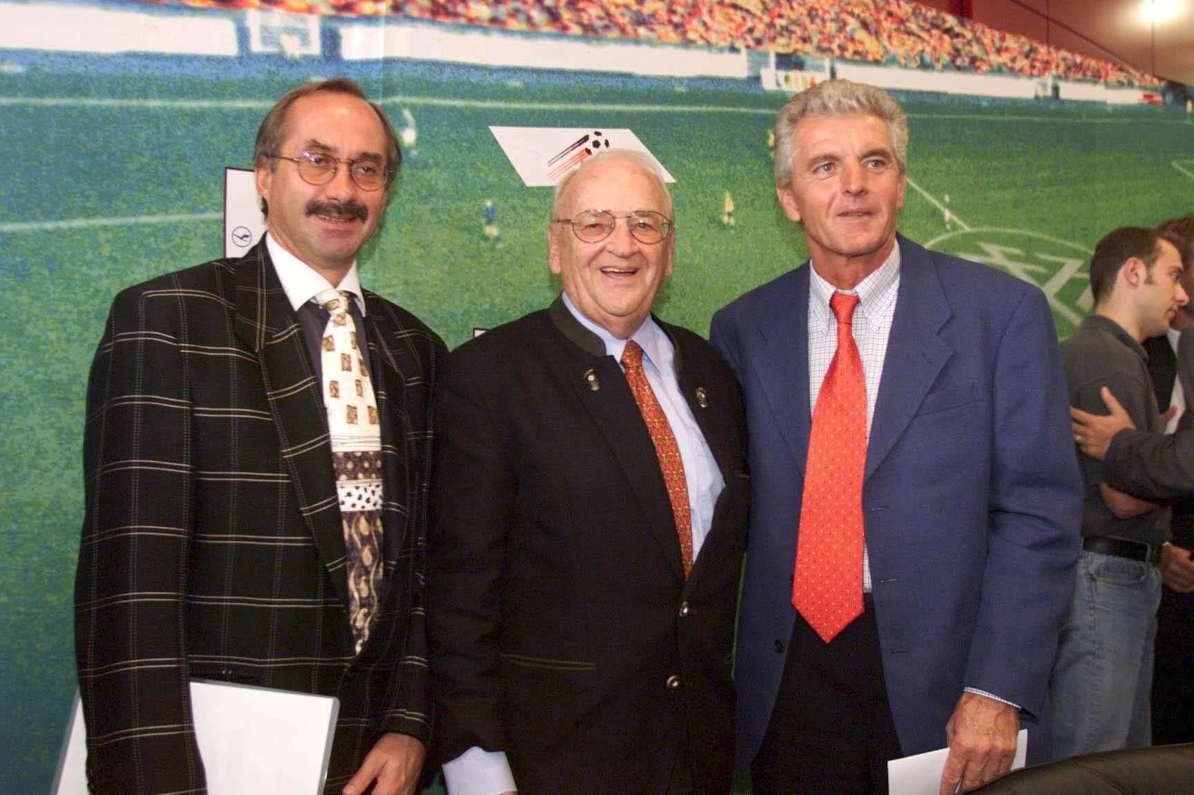 Erich Ribbeck (re), Egidius Braun und Uli Stielicke (li) - die Protagonisten der Seifenoper-Ernennung des Bundestrainers.