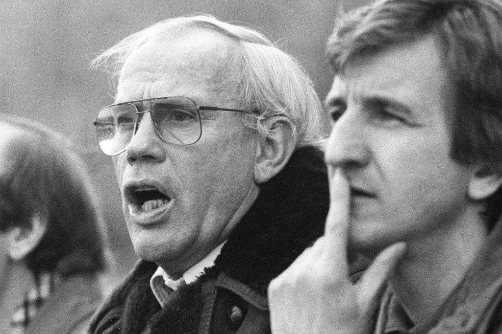 BL Saison 1979/1980 Eintracht Braunschweig gegen den FC Köln (weisses Trikot) 2:1 am 23.02.1980. Im Foto: Trainerbank mit FC Trainer Hennes Weisweiler - re. Hannes Löhr.
