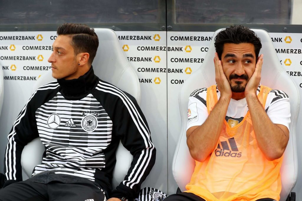 2018 schon einmal im Kreuzfeuer der Kritik: Ilkay Gündogan (r.) und der nach dem Turnier aus der Nationalmannschaft zurückgetretene Mesut Özil.