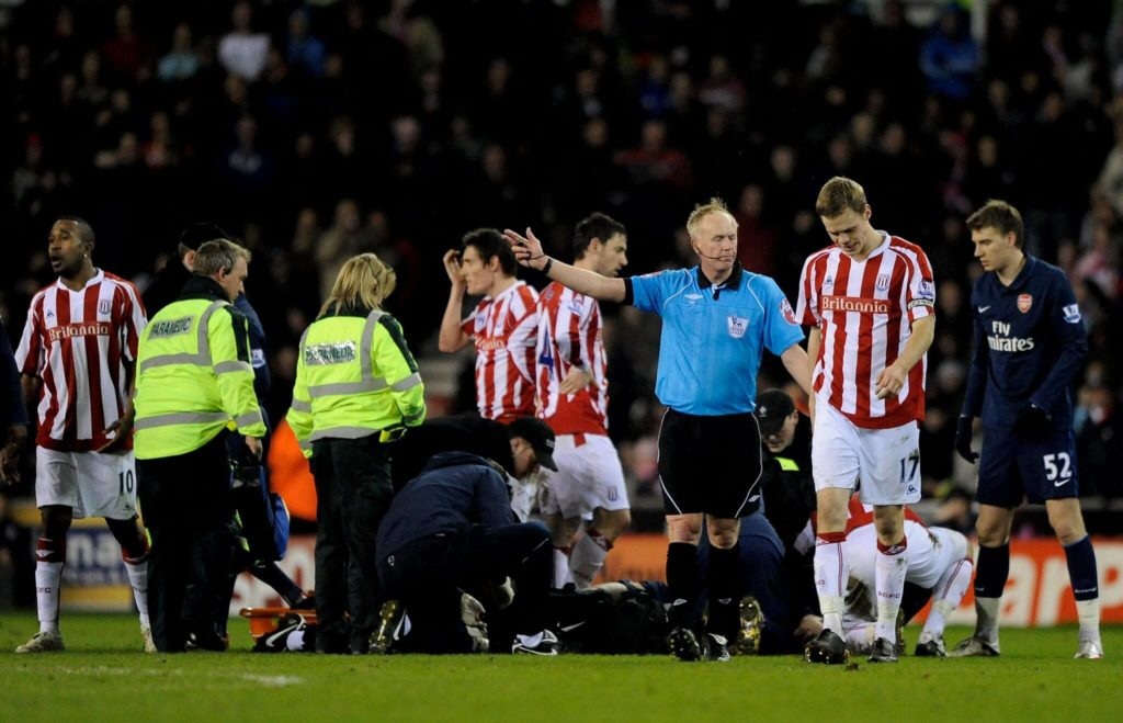 STOKE ON TRENT, ENGLAND - FEBRUARY 27: Ryan Shawcross of Stoke City is sent off by Referee Peter Walton for a challenge on Aaron Ramsey of Arsenal during the Barclays Premier League match between Stoke City and Arsenal at The Britannia Stadium on February 27, 2010 in Stoke on Trent, England. (Photo by Laurence Griffiths/Getty Images)