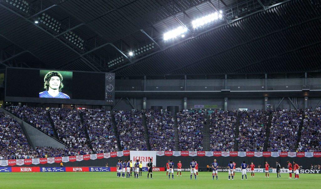 Die Fans und Mitspieler gedenken dem verstorbenen Naoki Matsuda. Foto: Getty Images