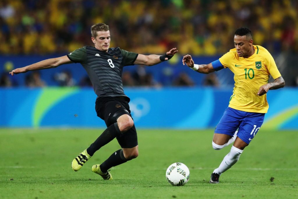RIO DE JANEIRO, BRAZIL - AUGUST 20: Lars Bender of Germany and Neymar of Brazil during the Men's Football Final between Brazil and Germany at the Maracana Stadium on Day 15 of the Rio 2016 Olympic Games on August 20, 2016 in Rio de Janeiro, Brazil. (Photo by Clive Mason/Getty Images)