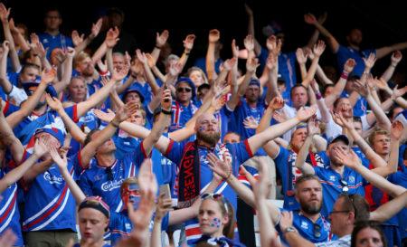 Siegestaumel der isländischen Fans.