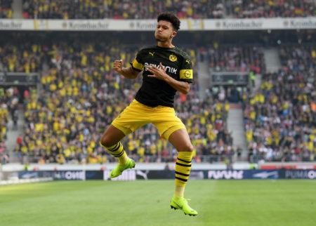 Jadon Sancho im Spiel gegen den VfB Stuttgart. Die gelbe Wand der Dortmunder Fans steht auch auswärts wie ein Mann hinter dem BVB.