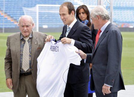 Bei Real Madrid wurde Arjen Robben (m.) erst groß empfangen - und dann durch die kalte Küche verabschiedet...