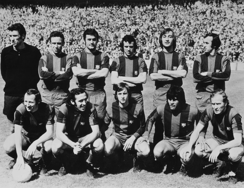 Das Team des FC Barcelona am 2. Mai 1974. Stehend von links Salvador Sadurni, Joaquim Rife, Antoni Torres (1943 - 2003), Antonio de la Cruz, Enrique Alvarez Costas and Juan Carlos Perez Lopez. Vorn v. l.: Gallego (Francisco Fernandez Rodriguez), Juan Manuel Asensi, Johan Cruyff (1947 - 2016), Hugo Sotil und Marcial Pina. Johan Cruyff hob den FC Barcelona auf ein neues Level.