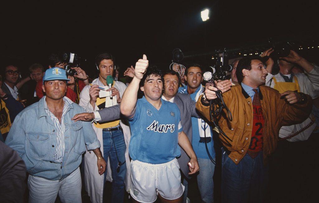 Goldene Ära - Diego Maradona gewann mit Napoli viele Titel, darunter den Italienischen Titel (1986/87 und 1989/90). den Italienischen Pokal (1986/87) und den UEFA Cup (1988/89).