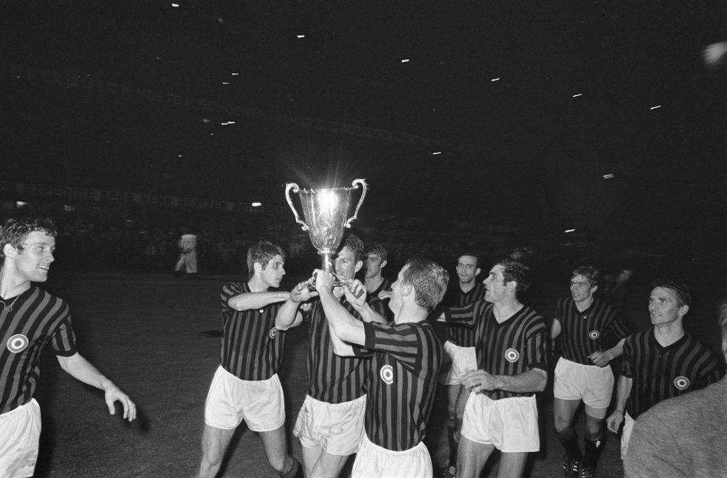 Der AC Mailand feiert nach dem Gewinn des Pokalfinals des Europapokal 1968.