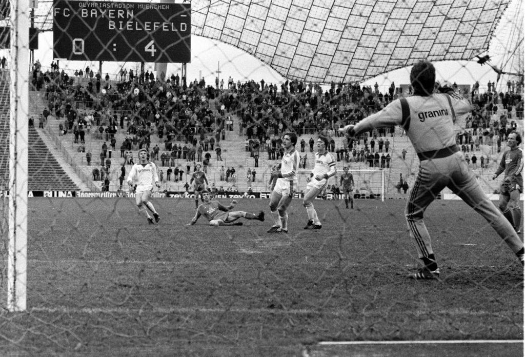 Uli Stein (r.) war beim 4:0 der Arminia bei Bayern München am 10. März 1979 nicht nur in Top-Form, sondern auch modisch ganz weit vorn. Foto: Imago Images / Kicker / Liedel