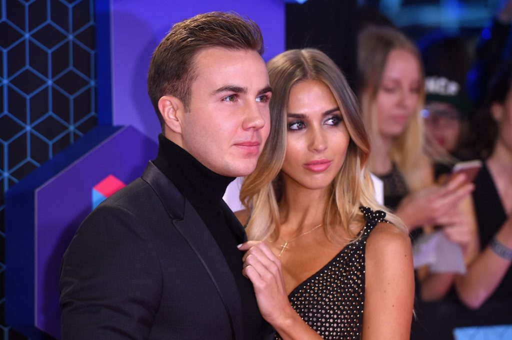 Mario Goetze und Ann-Kathrin Broemmel bei den MTV Europe Music Awards 2016 am 6. November 2016 in Rotterdam.